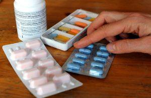 Лекарство, припрятанное медработниками, нашли финансовые контролеры